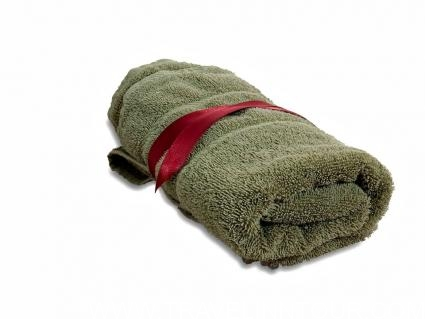 Travel Towel e1553622372642 - 11 Best Travel Gifts for Your Traveler Friends