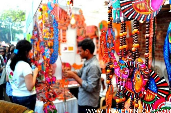 Shopping in Delhi e1559272620970 - Shopping Tourism, Top 5 Famous Shopping Destinations in India