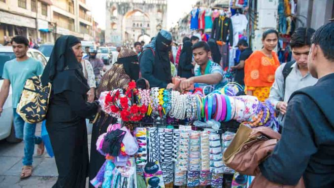 Shopping in Hyderabad 678x381 - Shopping Tourism, Top 5 Famous Shopping Destinations in India