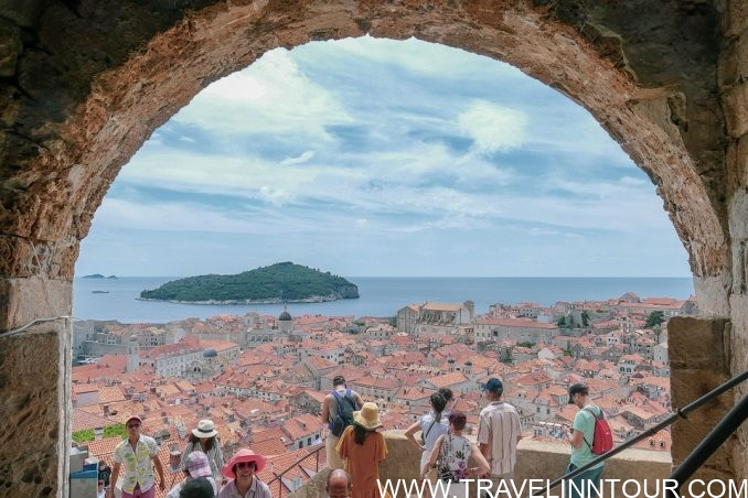 architecture 3656789 960 720 e1562819100758 - Hitchhiking to Dubrovnik, City in Croatia