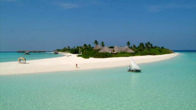 Coco Palm Resort 678x381 - Top Maldives Holiday Resorts