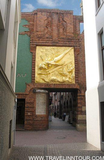 Entrance to Bottcherstrase